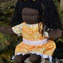Fekete bőrű, sárga ruhás waldorf babalány, Képzőművészet, Játék, Textil, Baba, babaház, Baba-és bábkészítés, Varrás, Sötét bőrű babalány, waldorf technikával készült.  Magassága kb. 43 cm.  Teste sötétbarna színű, ki..., Meska