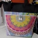 Mandalás táska, Táska, Válltáska, oldaltáska, Varrás, 45x40x11 cm . Elől és a belsejében cipzáras zsebek.  A táska is cipzárral záródik.  Vízhatlan anyag..., Meska