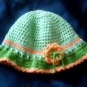 Barackvirág kalapocska, Ruha, divat, cipő, Baba-mama-gyerek, Gyerekruha, Kisgyerek (1-4 év), Horgolás, Mutatós kislány kalap a tavasz színeiben. Kétféle árnyalatú zöld és a barack szín már múlatja a zor..., Meska