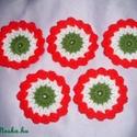 Virág kokárdák, Dekoráció, Mindenmás, Kokárda, Ünnepi dekoráció, Dísz,  7 cm átmérőjű virág kokárdák akár a család részére, vagy barátok közt megosztva. Nemzeti színeink v..., Meska