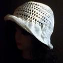 Romantikus fehér kalap, Ruha, divat, cipő, Női ruha, Kendő, sál, sapka, kesztyű, Sapka, Horgolás, Törtfehér,  100 % pamut fonalból horgoltam ezt a szellős kalapot. Jól véd a napsütéstől, de mégsem ..., Meska