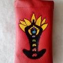 Piros mobiltok, Táska, Pénztárca, tok, tárca, Mobiltok, Textilbőrből kézifestéssel készűlt.Meditációs alak ,csakrákkal ,lótusz szimbolumokkal.A fe..., Meska