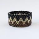 Áramvonal gyűrű, Ékszer, óra, Gyűrű, Bronz, fekete és aranyszínű delicagyöngyből készült gyűrű. A gyűrű kerülete: kb. 6,5 cm...., Meska