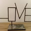 LOVE felirat vasból - lakáskiegészítő , Dekoráció, Otthon, lakberendezés, Asztaldísz, Kezeletlen betonacélból készült, talpon álló LOVE felirat . Az elemeket hegesztéssel illeszte..., Meska