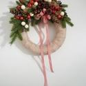 Karácsonyi ajtódísz kockás szalaggal, Dekoráció, Karácsonyi, adventi apróságok, Ünnepi dekoráció, Karácsonyi dekoráció, Kopogtató klasszikus karácsonyi színekben.  Mérete: kb. 22cm, Meska