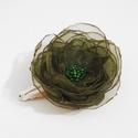 Hajdísz organza rózsával, Esküvő, Hajdísz, ruhadísz, Kb. 5cm átmérőjű zöld organza rózsa gyöngy díszítéssel a közepén. Csitt-csatt alapra rö..., Meska