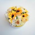 Napraforgós virágdoboz, Otthon & lakás, Dekoráció, Dísz, Édes kis virágdoboz vidám napragorgókkal. Szoba dísze vagy kedves ajándék lehet.  18 cm átmérőjű dís..., Meska