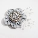 Ezüst virágos vintage hajdísz vagy kitűző, Esküvő, Hajdísz, ruhadísz, Ezüst kis virágos egyedi hajdísz, fém csipesz alapon, mely ruhára is csíptethető kitűzőként.  Méret ..., Meska