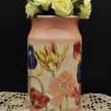 Kerámia tulipános váza, Dekoráció, Otthon, lakberendezés, Kaspó, virágtartó, váza, korsó, cserép, Asztaldísz, Decoupage, transzfer és szalvétatechnika, Kerámia tulipános váza  Tavasz- és nyáridéző modern lakbendezési kellék, dekoráció.   A váza különl..., Meska