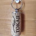 """Parafa Kulcstartó, Otthon & Lakás, Dekoráció, Dísztárgy, Mindenmás, Parafa dugóból készült egyedi kulcstartó """"Tokaji"""" felirattal. Egyedi megjelenésű, különleges ajándé..., Meska"""