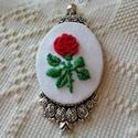 """""""Egyetlenem"""" piros rózsás nyaklánc, Ékszer, Nyaklánc, """"Az idő, amit a rózsádra vesztegettél, az teszi olyan fontossá a rózsádat."""" Ez az Exupery idézet jut..., Meska"""