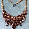 Philomene gyöngy, Ékszer, óra, Nyaklánc, Gyöngyfűzés, Ez a nyaklánc az arany és a bronz különböző árnyalataiból tevődik össze. A felhasznált anyagok: cse..., Meska
