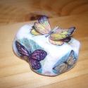 pillangós kövek 3 D-ben, Dekoráció, Otthon, lakberendezés, Képzőművészet, Fotográfia, Decoupage, transzfer és szalvétatechnika, Fotó, grafika, rajz, illusztráció, Imádom a pillangókat:-) színesek, vidámak, feldobják az ember fiát-lányát:-) ezeket a köveket is mo..., Meska