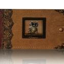 Baglyos bőr fotóalbum, Naptár, képeslap, album, Fotóalbum, A fotóalbum gerincén és ablakán marhabőr borítás van. Az oldalát  fémszál csipke, valamint a sarkait..., Meska