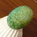 Zöld sárkányachát ásvány gyűrű, Ékszer, óra, Ruha, divat, cipő, Gyűrű, Ékszerkészítés, Nagy méretű-25x18mm-es zöld színű sárkányachát kabosont ragasztottam be ezüst színű gyűrűalapba. Ez..., Meska