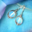 Antika - opalit holdkő  fülbevaló, A fülbevaló régies hangulatát a szépen kidolg...
