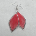 Fonal fülbevaló - Teli (piros, ezüst kerettel), A fülbevaló rendelésre készült. Levél alakú...