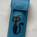 Azúrkék fekete cica mintás bőr tolltartó, szemüvegtok, Táska, Pénztárca, tok, tárca, Szemüvegtartó, Kéttűs kézi bőr varrással összeállítva, 100% bőr, kívül belül.  Fekete macsek, zöld sze..., Meska