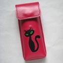 Mályva fekete cica mintás bőr tolltartó, szemüvegtok, Táska, Pénztárca, tok, tárca, Szemüvegtartó, Kéttűs kézi bőr varrással összeállítva, 100% bőr, kívül belül.  Mályva alapon, fekete m..., Meska