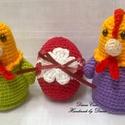 Klotild és Matild - tyúkanyók, húsvéti tojással, Játék, Játékfigura, Horgolás, Amigurumi technikával, kézzel horgolt húsvéti tyúkanyó figurák, egy díszes, horgolt húsvéti tojássa..., Meska