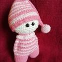 Rózsaszín csíkos baba, Otthon & lakás, Dekoráció, Amigurumi technikával, teljes egészében kézzel horgolt baba.  Magassága: a sapkával együtt kb.16 cm...., Meska