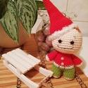Huncut karácsonyi manó, Otthon & lakás, Karácsony, Dekoráció, Karácsonyi dekoráció, Színes fonalból horgolt, teljes egészében kézzel készült karácsonyi manó.  Magassága: kb. 18 cm.  Kö..., Meska