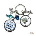 Biciklis kulcstartó, kék fehér csíkos, türkiz gyöngy, egyedi ajándék, kerékpár, bicikli kosár, csokor, üveglencse, madár