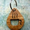 Bögre kulcstartó, Mindenmás, Kulcstartó, Téli triónk egyik darabja ez a bögrés kulcstartó.   Kulcstartóink többféle fából, tehát különböző sz..., Meska