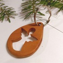 Angyalka mintájú faragott kulcstartó, karácsonyi ajándék, Mindenmás, Kulcstartó, Famegmunkálás, Az angyal sokaknak fontos jelkép, Karácsony környékén pedig különösen szeretjük őket magunk körül. ..., Meska