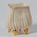 porcelán kaspó, Otthon, lakberendezés, Virágkehely formájú, négyszögletes, arany lábakon álló porcelán kaspó kisméretű cserepes..., Meska
