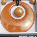 Retro ékszerszett, Ékszer, Ékszerszett, Nyaklánc, Medál, Ékszerkészítés, Kerámia, Retro kör alakú medalion, gyűrű és fülbevaló. Medál 8 cm, mely fekete hasított bőr szalagon van, sa..., Meska