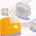 Nárcisz ékszerszett, nyaklánc, gyűrű és fülbevaló, ajándék ballagásra, névnapra, születésnapra., Ékszer, Fülbevaló, Gyűrű, Ékszerszett, Fusing technikával készült üvegmedál, gyűrű és fülbevaló. Fehér és napsárga  színű minőségi ékszer ü..., Meska