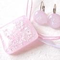 Hamvas rózsaszín, nyaklánc és fülbevaló , ajándék lányoknak, névnapra, születésnapra., Ékszer, óra, Ékszerszett, Medál, Gyűrű, Ékszerkészítés, Üvegművészet, Fusing technikával készült üvegmedál, és fülbevaló. Minőségi finom pasztell rózsaszín üvegből olvas..., Meska