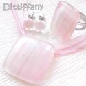 Akció! Hamvas rózsaszín márványos üvegékszer, nyaklánc, gyűrű és fülbevaló, ajándék  születésnapra., Ékszer, óra, Ékszerszett, Gyűrű, Fülbevaló, Fusing technikával készült, ez a romantikus üvegékszer. Átlátszó, és márványos rózsaszí..., Meska