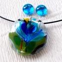 Kék virágos üvegékszer, ajándék nőkneknévnapra, születésnapra.