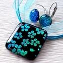 Kék cseresznyevirág medál és fülbevaló, ajándék nőknek névnapra, születésnapra., Ékszer, Ékszerszett, Fülbevaló, Olvasztásos technikával készült elegáns medál és fülbevaló. Fekete alapon cseresznyevirág mintával, ..., Meska
