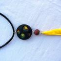 Sárga fesztivál medál - Bojt mánia, Ékszer, Medál, Vidám színekből formáztam ezt a medált, amit a végén lévő sárga bojt tesz még bohóbbá. ..., Meska