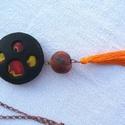 Narancs fesztivál medál - bojt mánia, Ékszer, Medál, Vidám színekből készítettek ezt a medált, amit a végén lévő narancs bojt tesz még bohóbb..., Meska