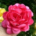 Selyem rózsa kitűző több színben, Ékszer, Bross, kitűző, AKCIÓ! 2db.-tól 800.-Ft / db.  A kitűzők selyem anyagból készültek, 8-12 cm körüliek.  Jelenleg rózs..., Meska
