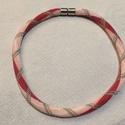 Romantikus nyaklánc, Ékszer, óra, Gyöngyfűzés, 15/0-ás japán kásagyöngyből horgolt finom, nőies nyaklánc.  Mágneskapoccsal záródik, hossza 42cm., Meska