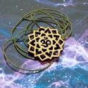 """Mandala medál Om-jellel, Ékszer, Medál, Famegmunkálás, A medál tervezésénél egy egyszerű mintázatot kívántam létrehozni, mely az """"om"""" köré rendeződik. A f..., Meska"""
