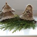 Karácsonyi díszek - kislány és fenyőfa, Dekoráció, Karácsonyi, adventi apróságok, Karácsonyfadísz, Karácsonyi dekoráció, Karácsonyi asztaldísznek vagy függődísznek is megfelel ez a zsákanyagból készített baba és..., Meska
