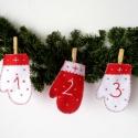 Kézzel hímzett adventi naptár filcből, Dekoráció, Karácsonyi, adventi apróságok, Adventi naptár, Naptár, Hímzés, Piros-fehér kesztyűkből áll ez a kézzel hímzett adventi naptár, amely hangulatos darabja lehet egy ..., Meska