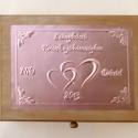 Tréfás doboz lánybúcsúra külső és belső felirattal, cédulákkal, Otthon, lakberendezés, Dekoráció, Esküvő, Tárolóeszköz, Egyedi dombornyomott fémlemezekkel díszített tréfás lánybúcsús dobozka, amely megtölthető a leendő h..., Meska