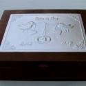Nagy madárkás esküvői doboz - egyedi felirattal rendelhető!, Esküvő, Otthon, lakberendezés, Nászajándék, Tárolóeszköz, Egyedi dombornyomott fémlemezzel díszített esküvői doboz 25 cm × 19 cm × 8,5 cm méretben.  Lehet nás..., Meska