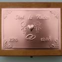 Nagy szerelemdobozka - egyedi felirattal rendelhető!, Esküvő, Otthon, lakberendezés, Nászajándék, Tárolóeszköz, Egyedi dombornyomott fémlemezzel díszített esküvői doboz 25 cm × 19 cm × 8,5 cm méretben.  Lehet nás..., Meska