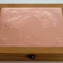 Horgászpáros doboz - egyedi felirattal rendelhető!, Otthon, lakberendezés, Tárolóeszköz, Egyedi dombornyomott fémlemezzel díszített doboz 25 cm × 19 cm × 8,5 cm méretben.  Tetszőlegesen kiv..., Meska