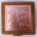 """""""Will you?"""" - gyűrűtartó doboz dombornyomott fémlemezzel, exkluzív béléssel =, Dekoráció, Esküvő, Gyűrűpárna, Dombornyomott rézlemezzel díszített pácolt fadoboz fehér selyembéléssel.  Kifejezetten leánykéréshez..., Meska"""