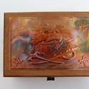 Kalózos kincses doboz, Játék, Gyereknap, Ballagás, A doboz felső lemeze kalózos motívummal, dombornyomásos technikával készült. A doboz mérete: 13 cm ×..., Meska