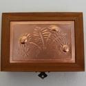 tükrös dobozka kislányoknak, Játék, Baba-mama-gyerek, A doboz felső lemeze dombornyomásos technikával készült. A doboz mérete: 14cm × 10 cm × 3,8 cm.   Eg..., Meska